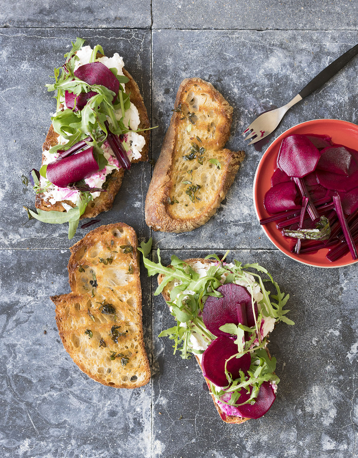 Goats_cheese_and_pickled_beetroot--1_2